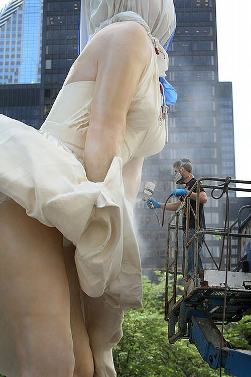 mm05 В Чикаго появился огромный памятник Мэрилин Монро