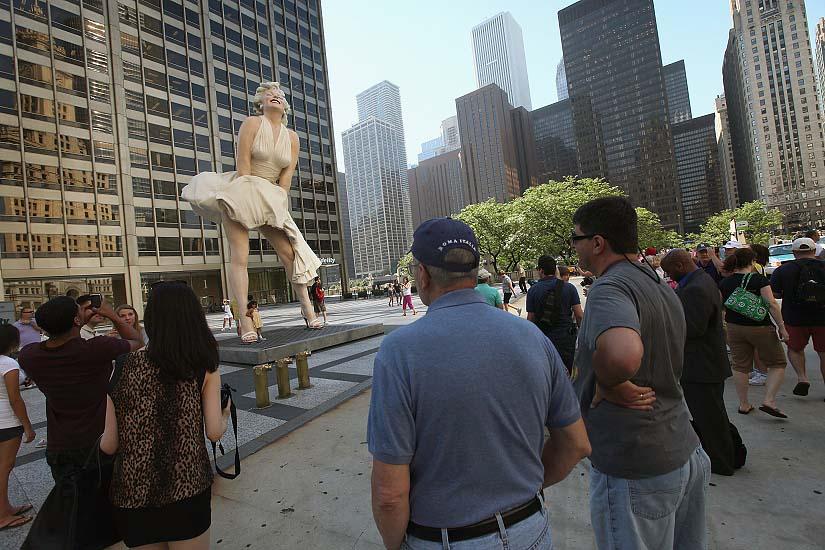 mm08 В Чикаго появился огромный памятник Мэрилин Монро