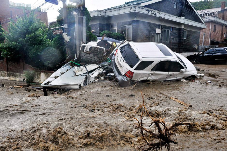 В Южной Корее льют дожди века и гибнут люди