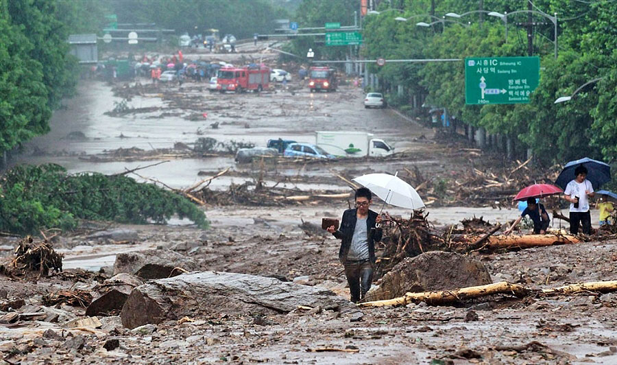 rainyskorea13 В Южной Корее льют дожди века и гибнут люди