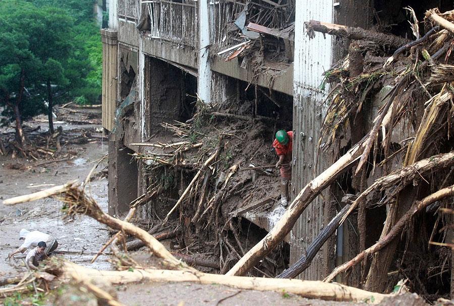 rainyskorea14 В Южной Корее льют дожди века и гибнут люди