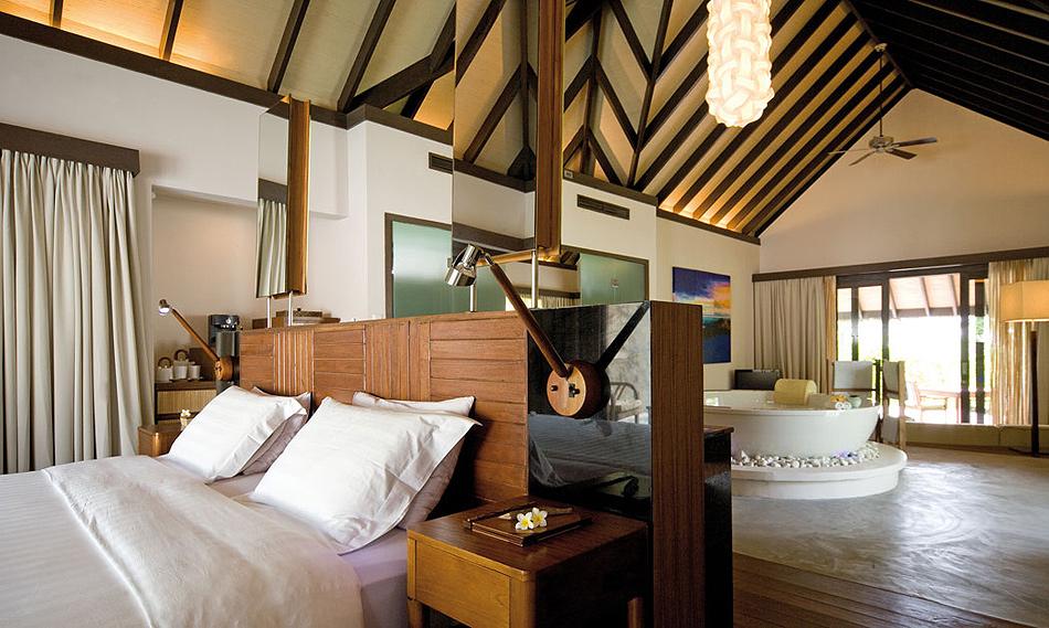 1913 Отель Coco Palm Bodu Hithi на Мальдивах