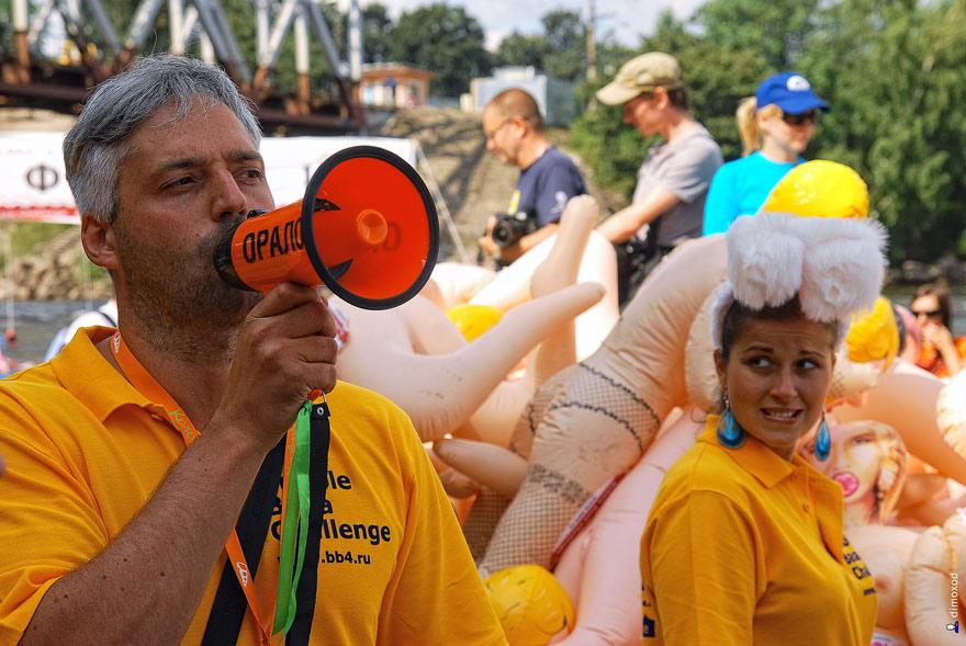 Испытай резиновую бабу на прочность. Bubble Baba Challenge 2011.