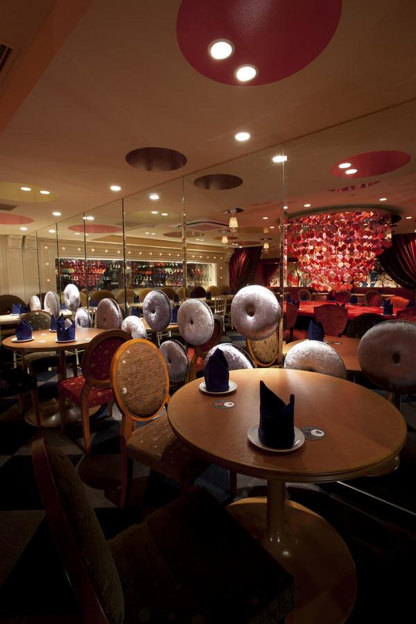 ...::Алиса в стране чудес» – ресторан в Токио::...