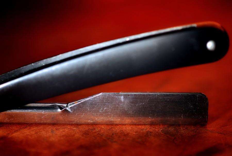 Работа парикмахера и его рабочие инструменты