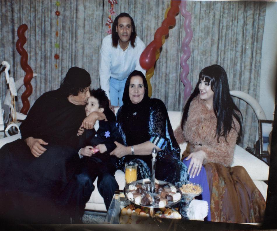IMAGES03 Фотографии из семейного альбома полковника Каддафи