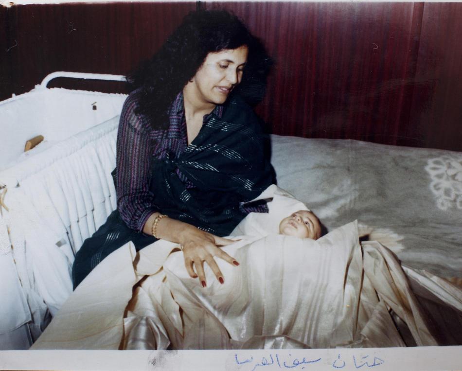 IMAGES05 Фотографии из семейного альбома полковника Каддафи