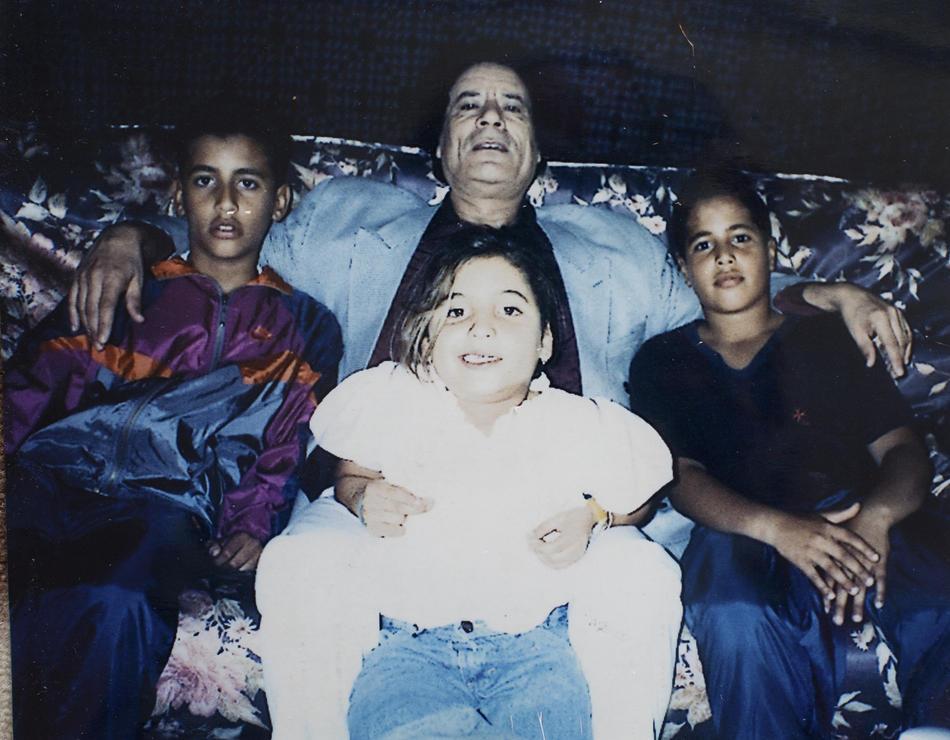 IMAGES13 Фотографии из семейного альбома полковника Каддафи