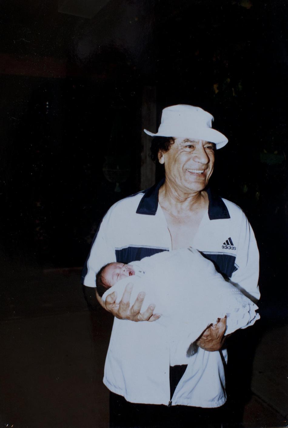 IMAGES16 Фотографии из семейного альбома полковника Каддафи