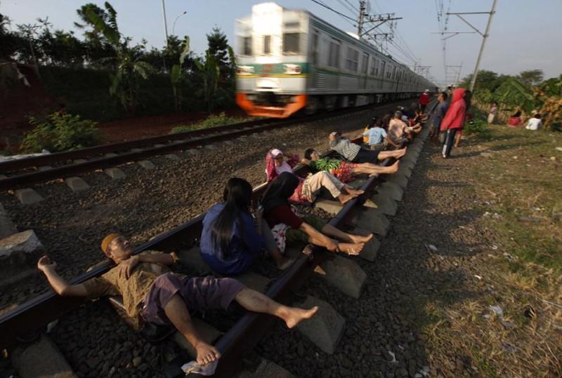 Электротерапия на железнодорожных рельсах