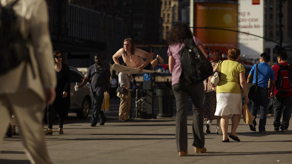 surf04 Заблудившийся серфер на улицах Нью Йорка