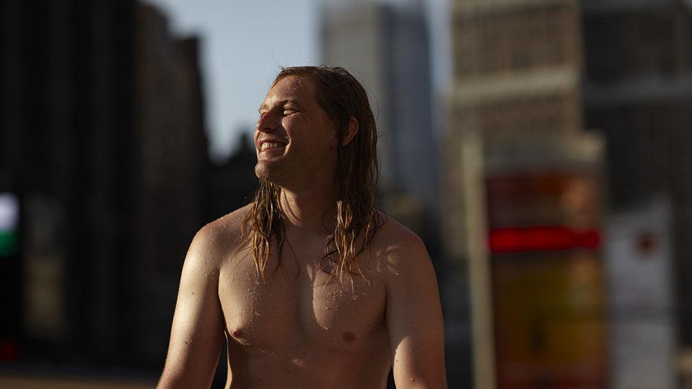 surf10 Заблудившийся серфер на улицах Нью Йорка
