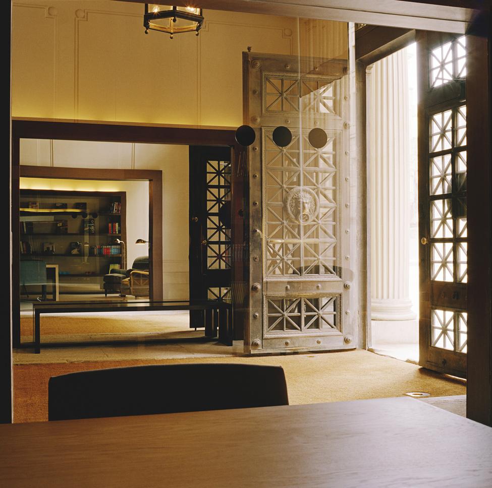 Grand Hotel Central – доступная роскошь в центре Барселоны