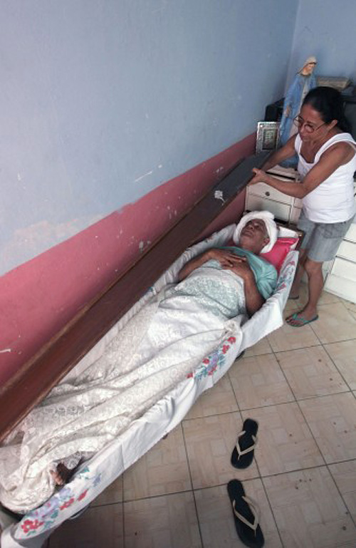 131850633 9f87f832 32ec 4e81 a4e7 719b115b1d3f Пожилой бразилец 23 года спит в гробу