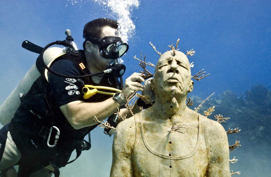 157451 b Подводные скульптуры превращаются в чудеса природы