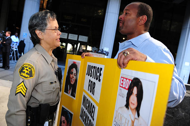 23 127 Kematian Michael Jackson: Persidangan Dr Conrad Murray