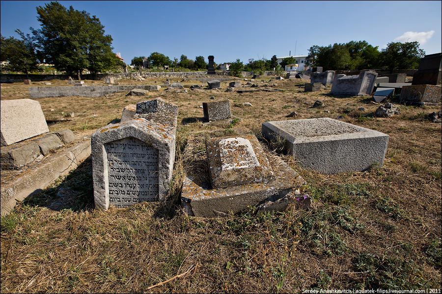 Старое караимское кладбище в Севастополе