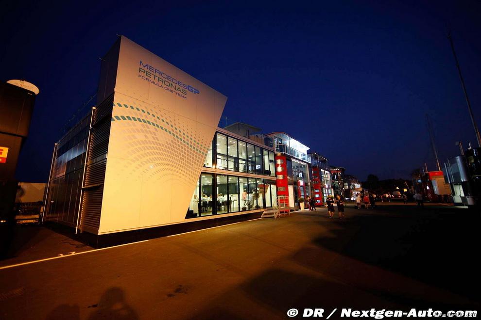 За кадром Гран-при Италии 2011: фоторепортаж