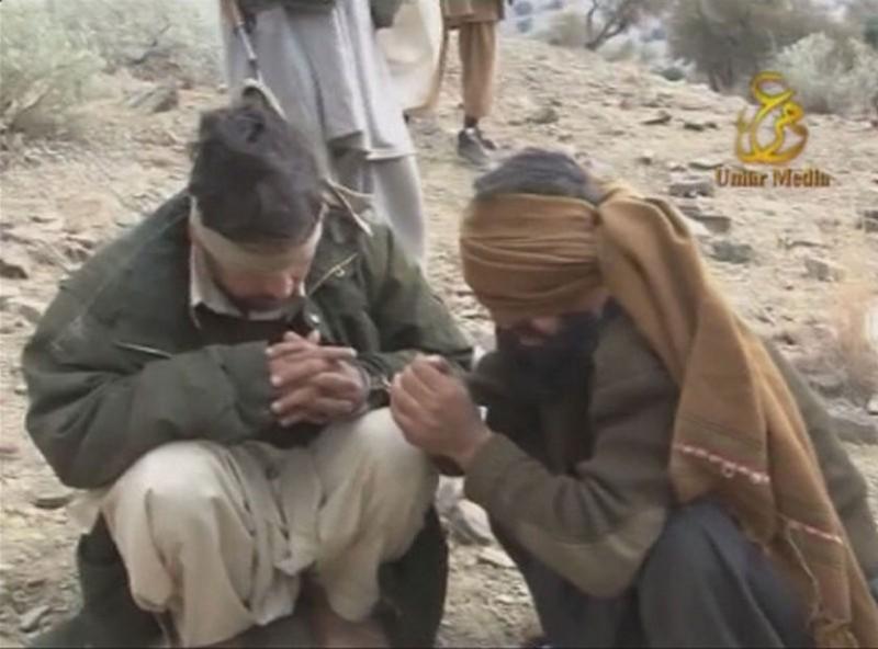 Шокирующие кадры: Расстрел пакистанских военных талибами