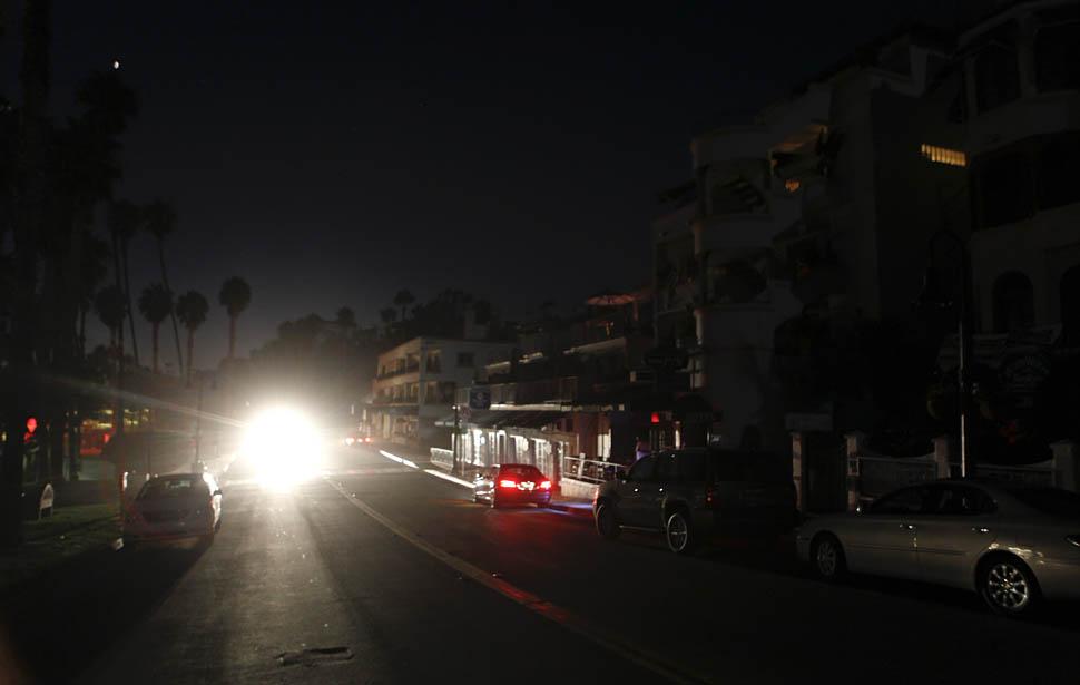 blackout08 4 juta orang Amerika tanpa listrik