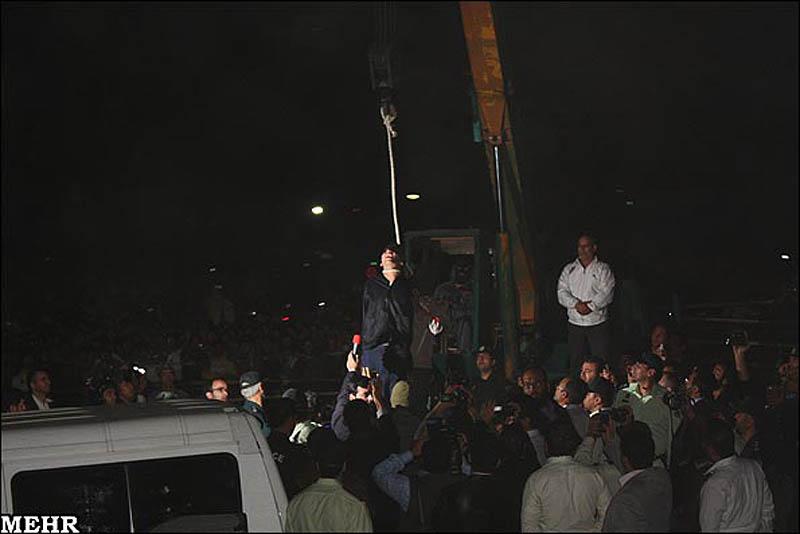 execution04 publik tergantung di Iran pembunuh remaja
