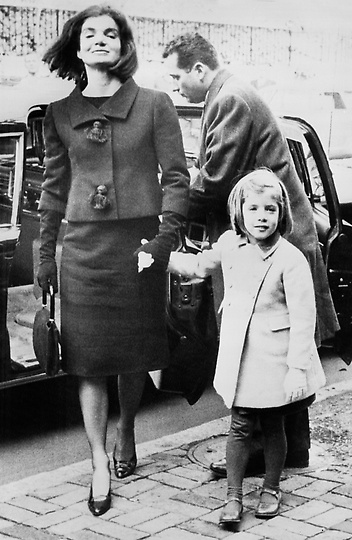 Foto dari sebuah buku baru tentang Jacqueline Kennedy
