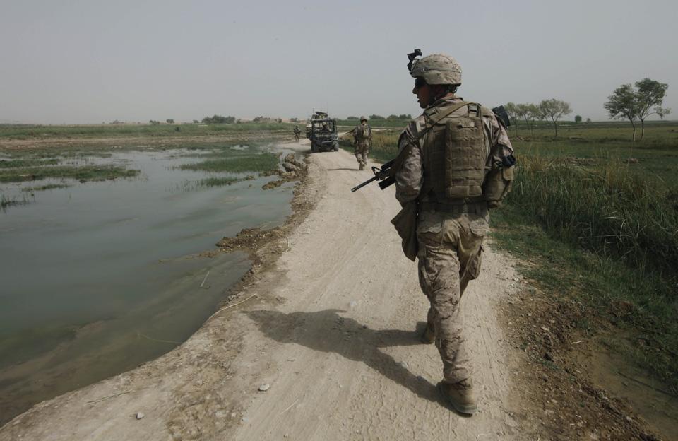 marines02 patroli di Afghanistan dasar 302