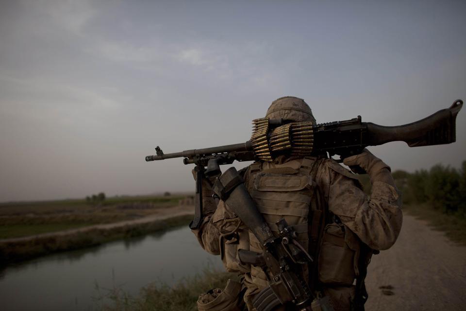 marines03 patroli di Afghanistan dasar 302