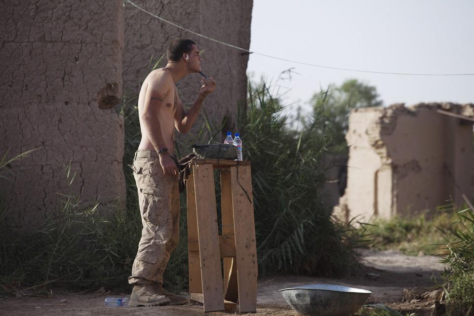 marines08 patroli di Afghanistan dasar 302