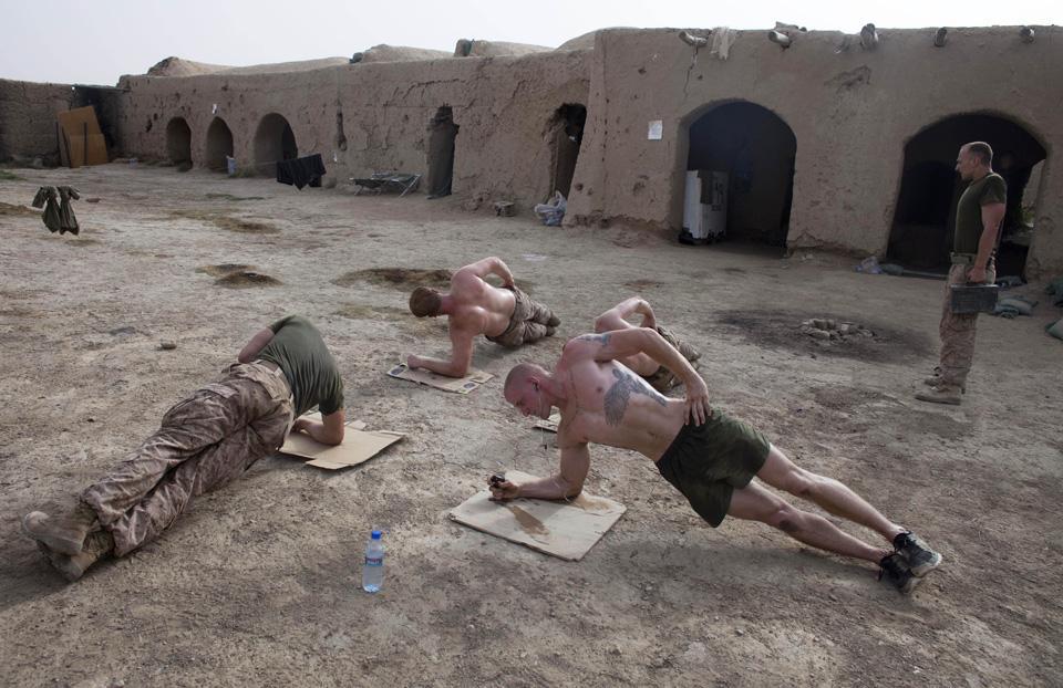 marines11 patroli di Afghanistan dasar 302