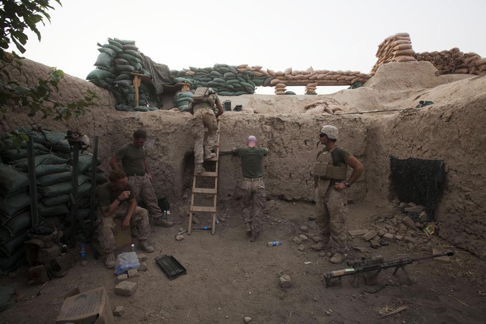 marines16 patroli di Afghanistan dasar 302