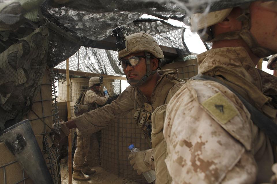 marines17 patroli di Afghanistan dasar 302