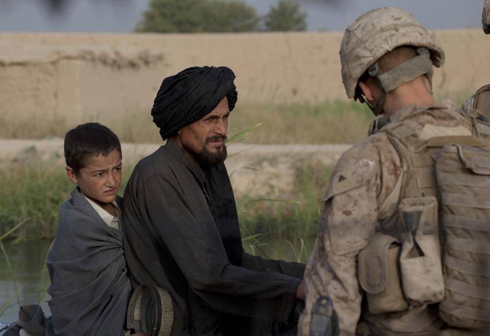 marines28 patroli di Afghanistan dasar 302
