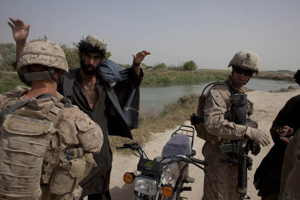 marines30 patroli di Afghanistan dasar 302