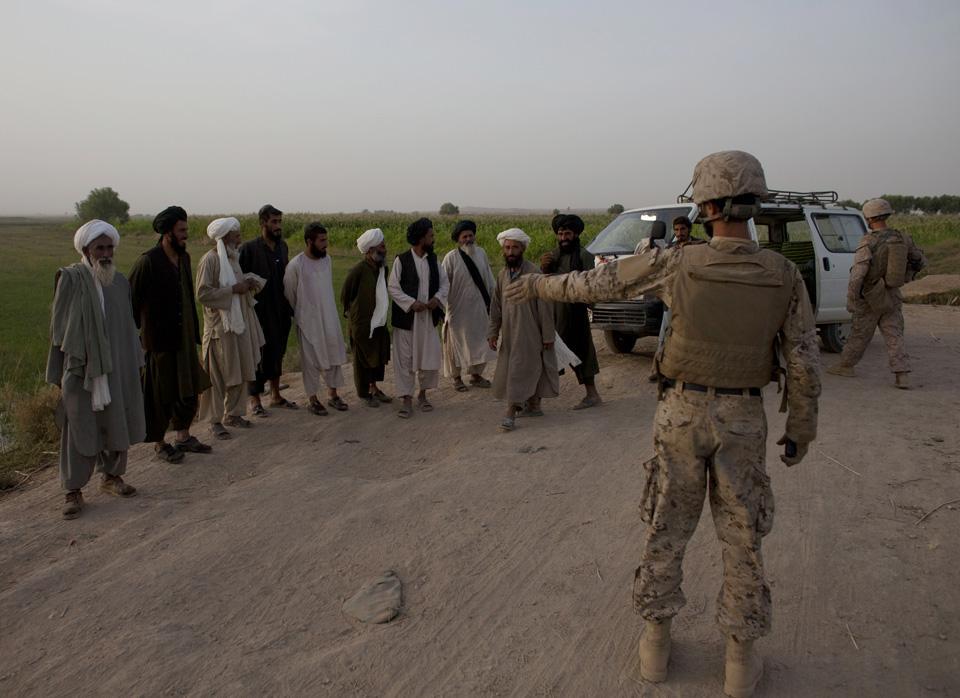 marines31 patroli di Afghanistan dasar 302