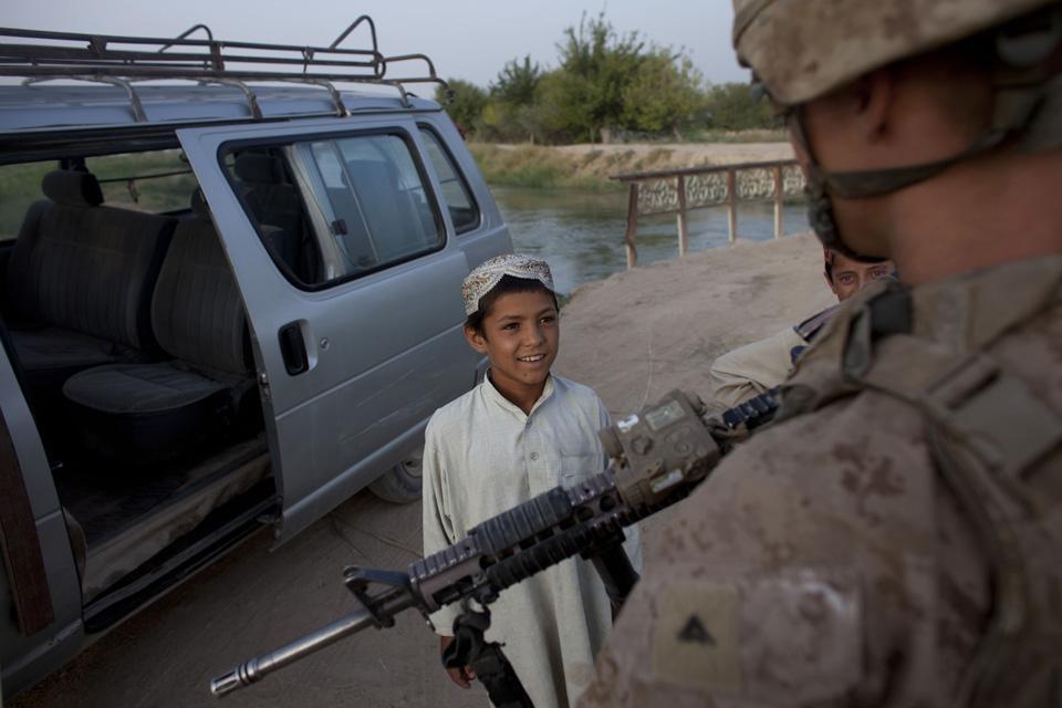 marines34 patroli di Afghanistan dasar 302