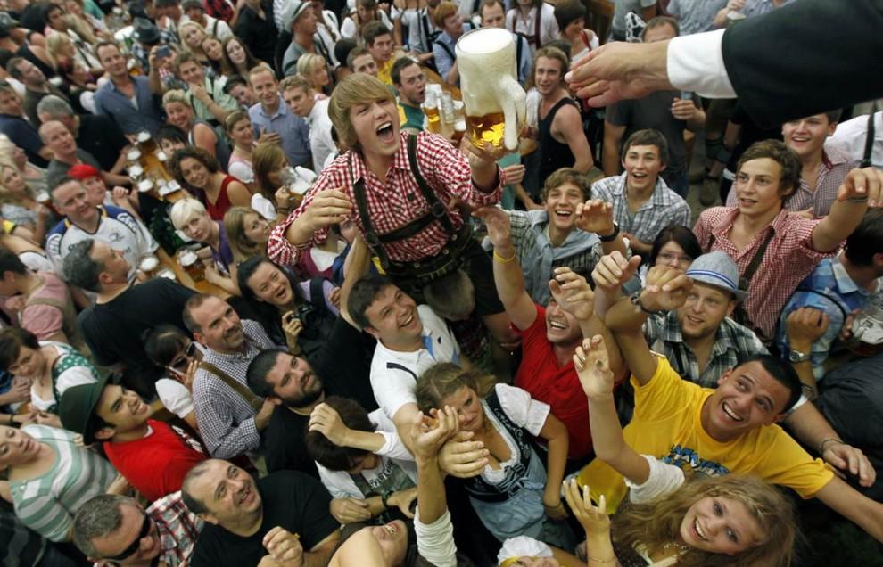 munich10 В Мюнхене открылся пивной Октоберфест