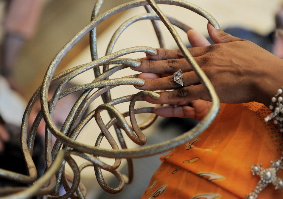 nails06 Американка отрастила самые длинные в мире ногти за 18 лет