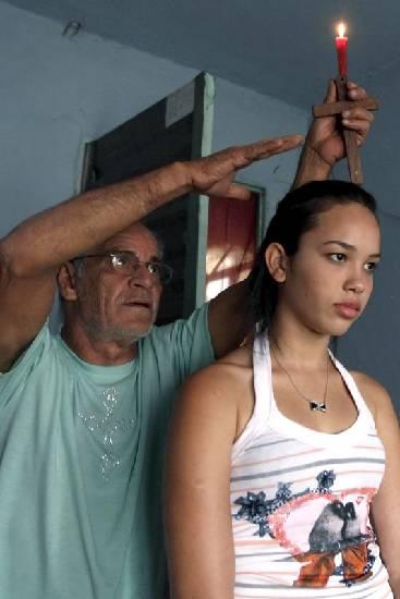 rossi3 Пожилой бразилец 23 года спит в гробу