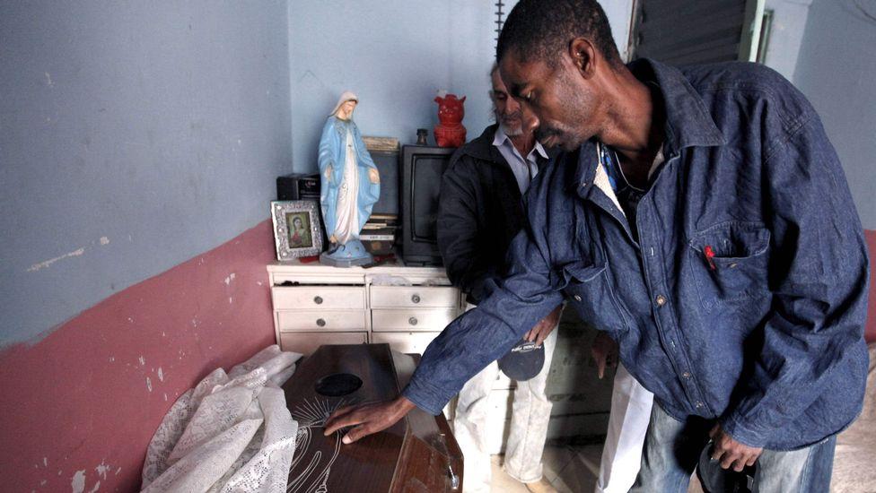 rossi4 Пожилой бразилец 23 года спит в гробу