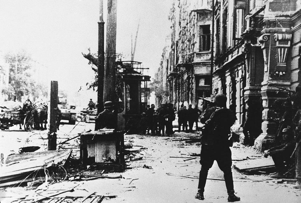war06 Вторая мировая война: Восточный фронт.6. Немецкие войска в Ростове, август 1942 года.