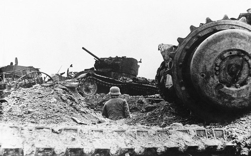 war24 Вторая мировая война: Восточный фронт. Кладбище танков во Ржеве, 21 декабря 1942 года.