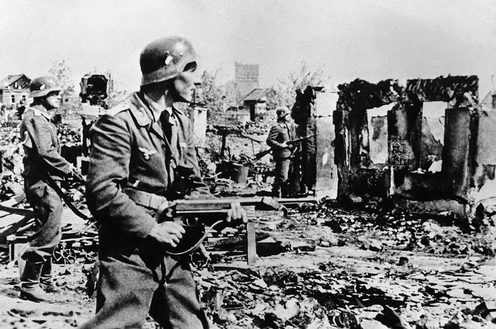 war31 Вторая мировая война: Восточный фронт. Немецкие войска в разоренном Сталинграде