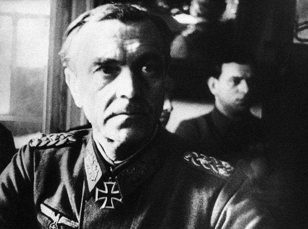 war35 Вторая мировая война: Восточный фронт. Фельдмаршал Фридрих Паулюс в советском штабе в Сталинграде, 1 марта 1943 года