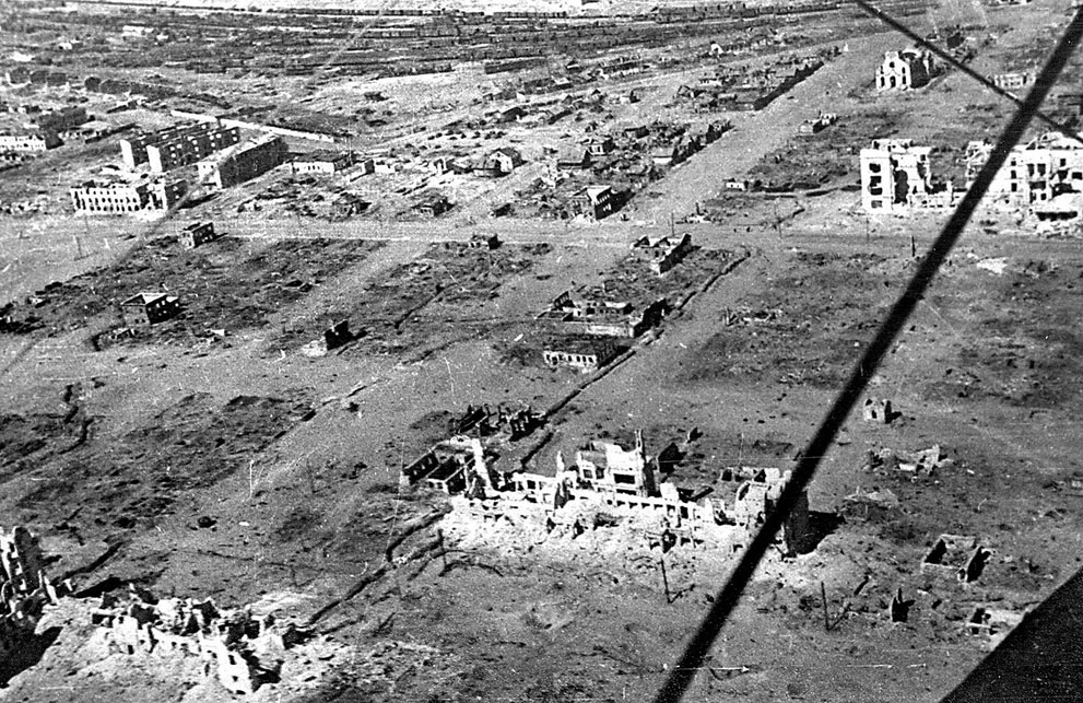 war45 Вторая мировая война: Восточный фронт. Руины Сталинграда – к концу осады от города почти ничего не осталось.