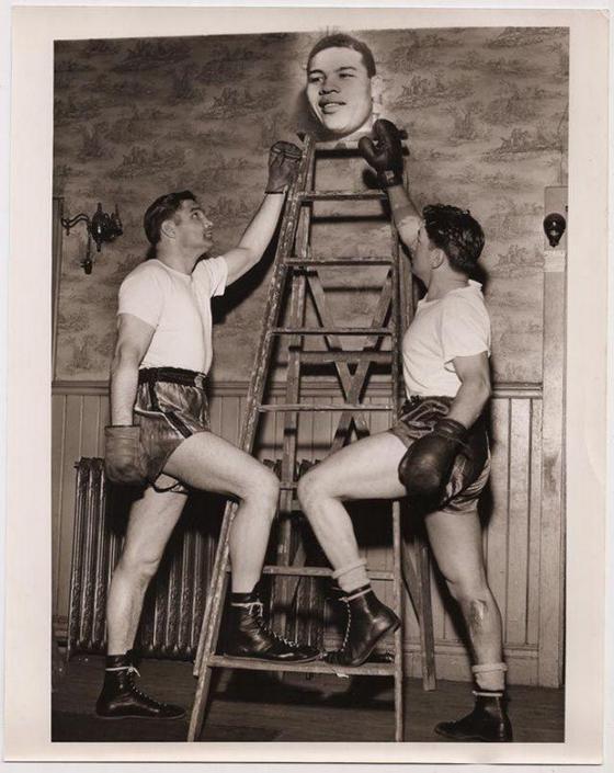 Старые снимки, на которых происходит нечто странное. Фото
