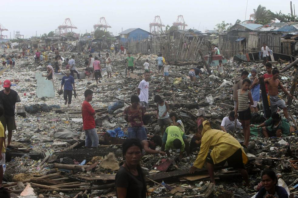 "110 Topan ""Nesat"" di Filipina"