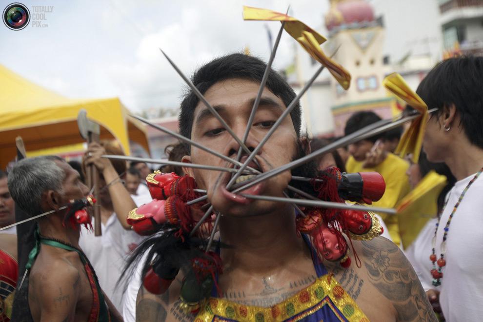 1214 Vegetarian Festival di Thailand