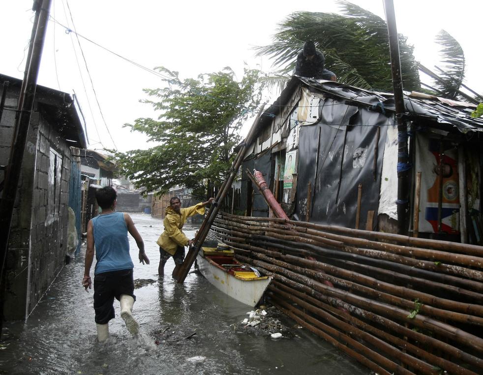 "143 Topan ""Nesat"" di Filipina"