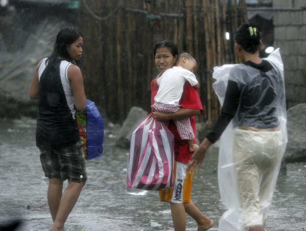 "182 Topan ""Nesat"" di Filipina"